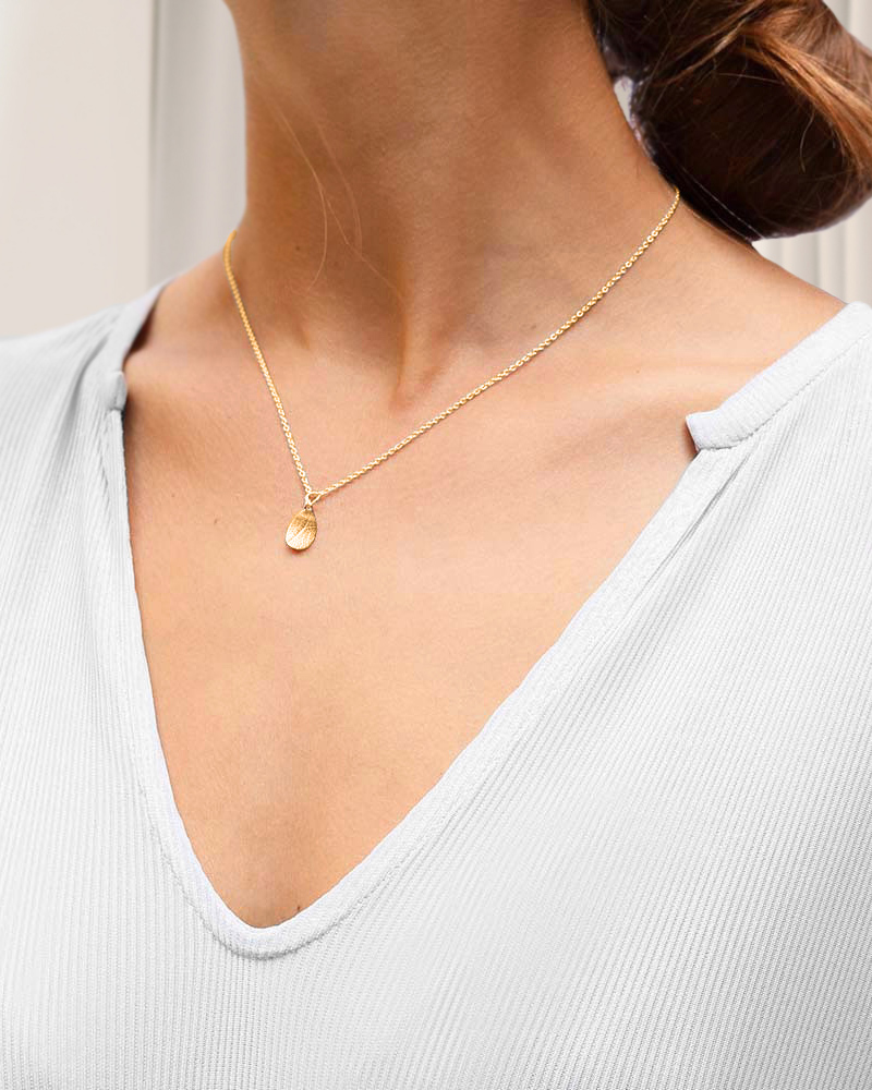 Leaf-drop-necklace-gold-3