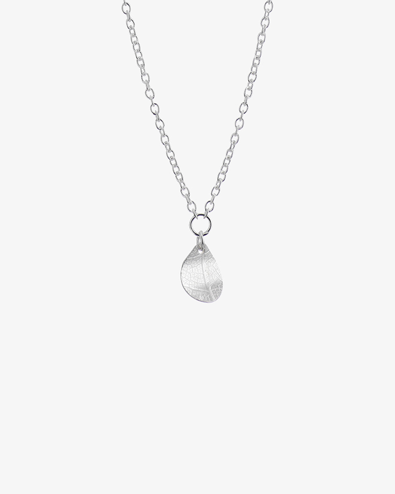 Leaf-drop-necklace