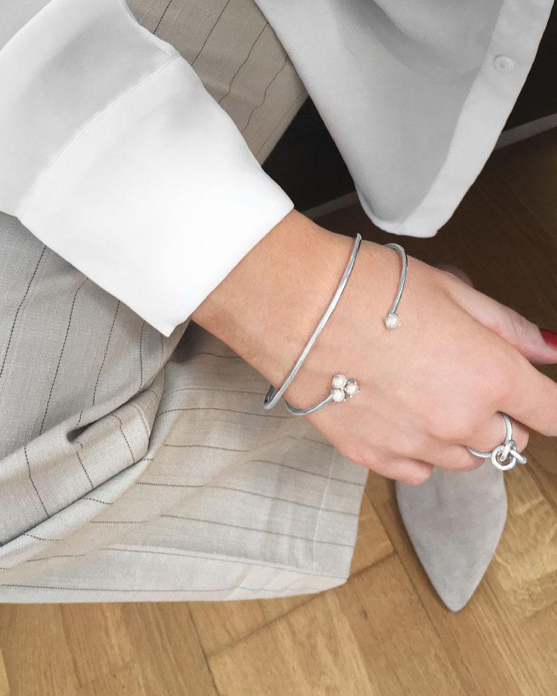 Petite-Pearl-cluster-bracelet-1