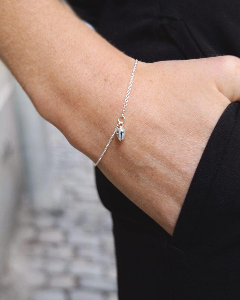 Rosebud-drop-bracelet-01