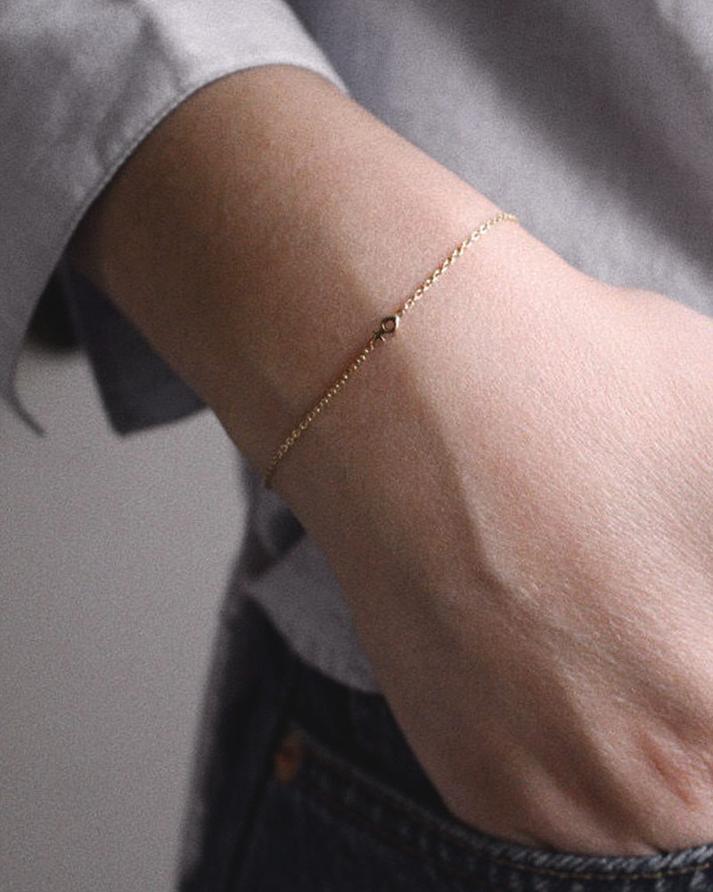Women-Unite-drop-bracelet-gold-01