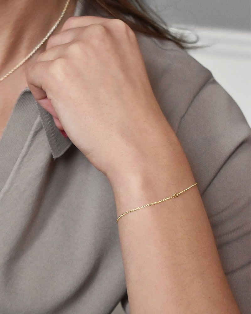 Women-Unite-drop-bracelet-gold-02