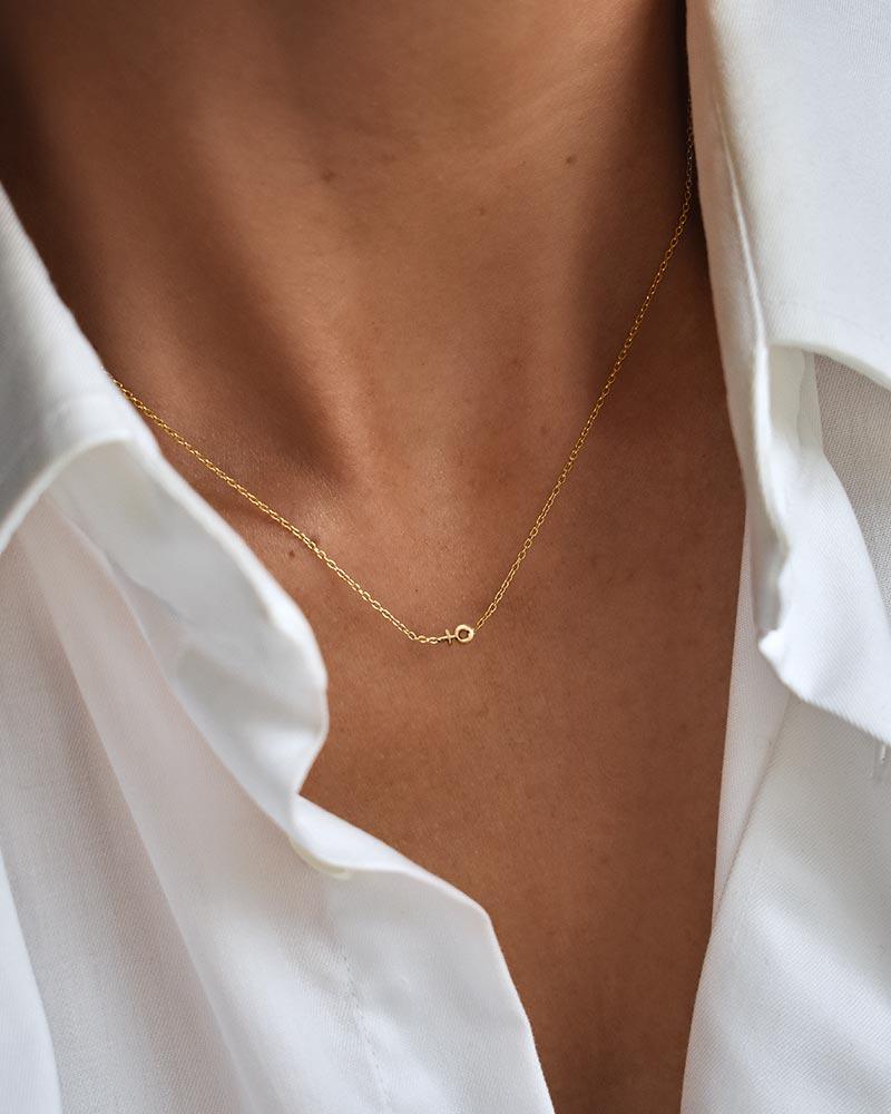Women-Unite-drop-necklace-gold-02