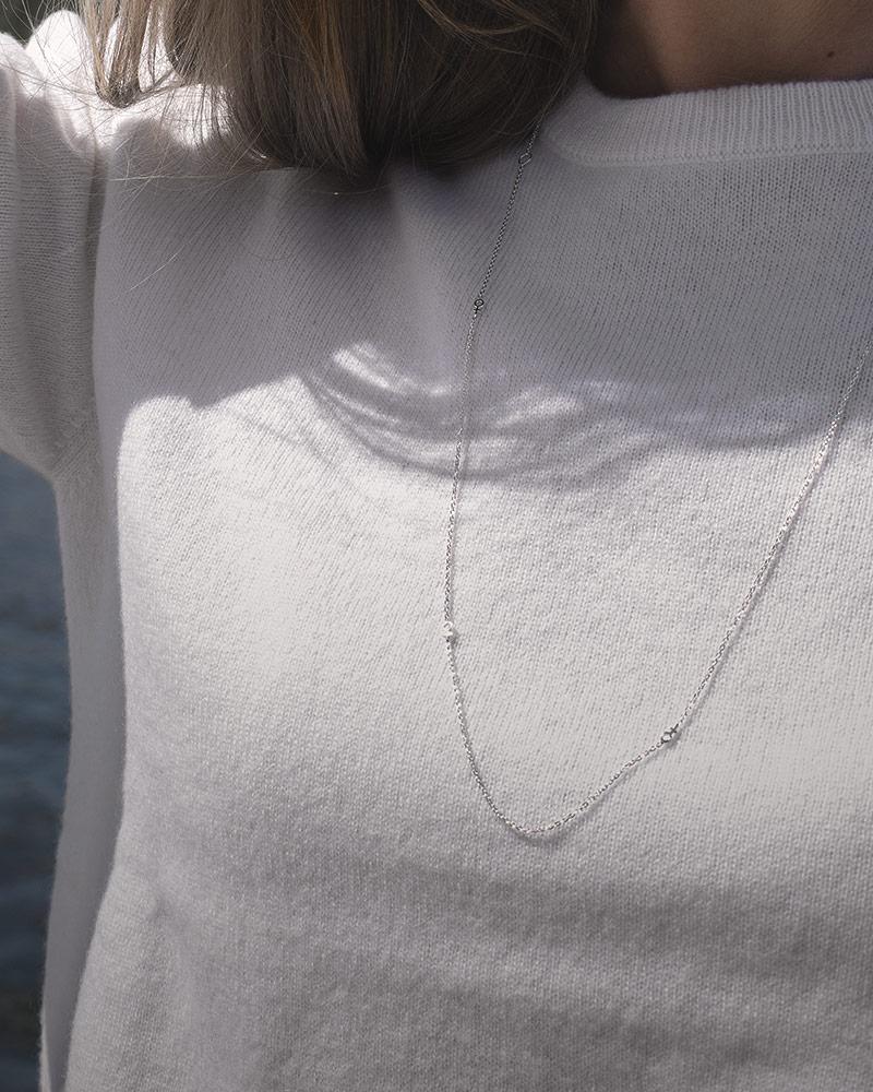 Women-Unite-drop-necklace-long-01