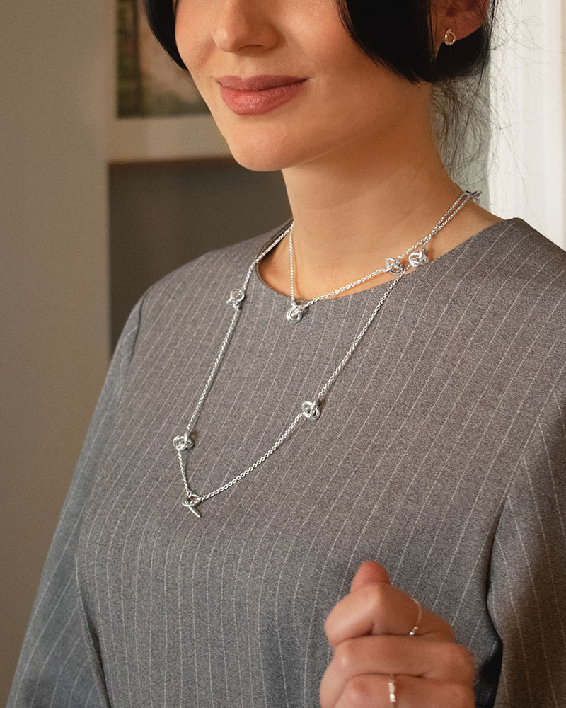 le-knot-medium-necklace-long-03