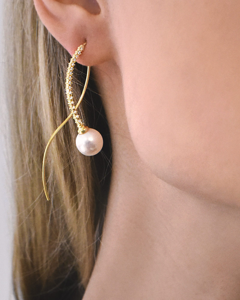 le-pearl-earrings-diamonds-gold-01