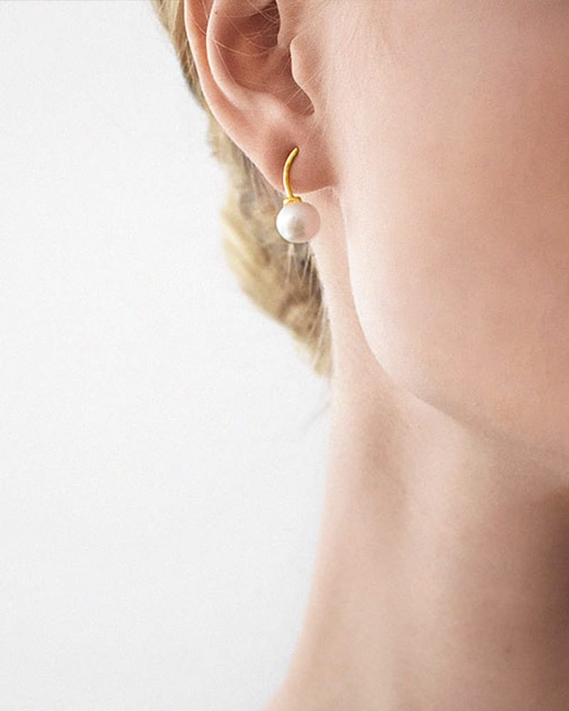 le-pearl-studs-gold-02