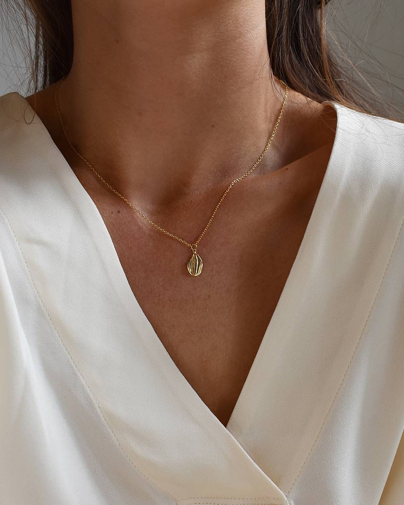 a-forest-drop-necklace-gold-